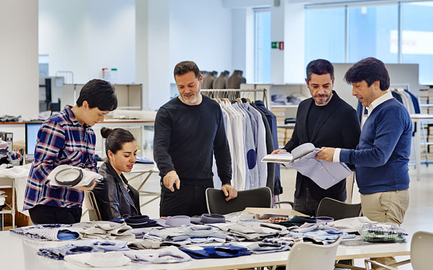 how to become a fashion buyer for a company
